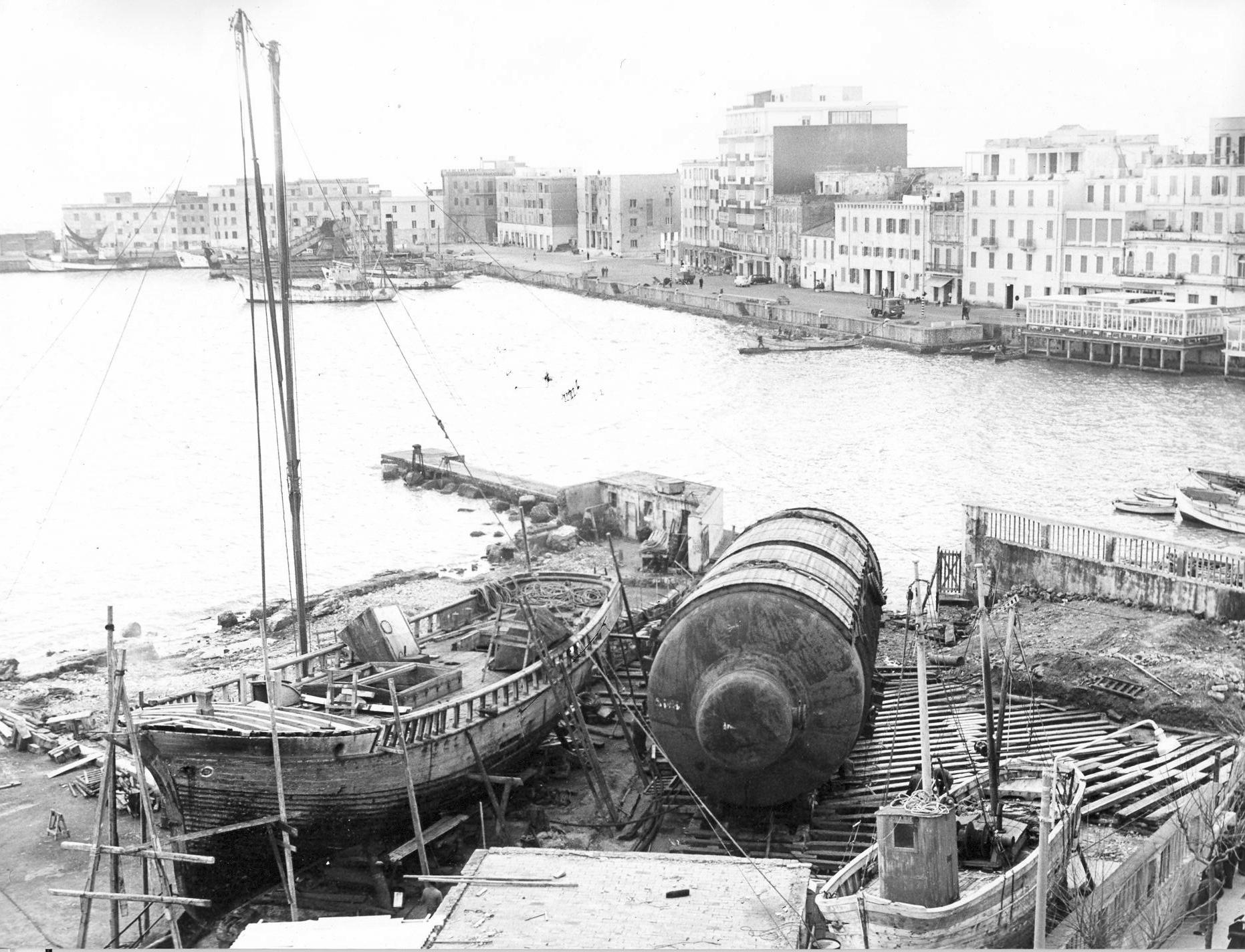 /uploads/archive/foto/03_Latina_Anzio_scambiatore_issato_nel_cantiere_navale.jpg