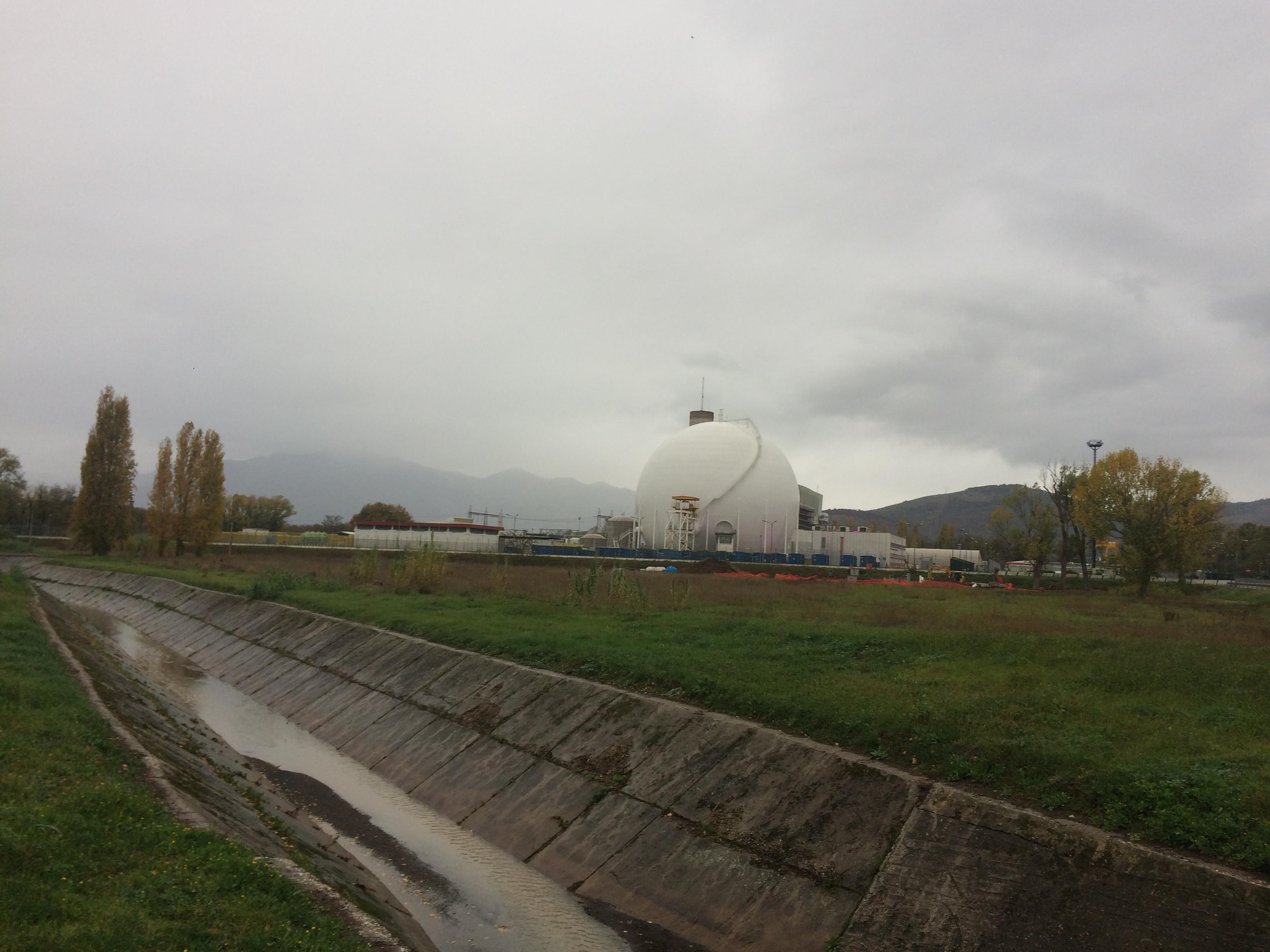 /uploads/archive/foto/Centrale_Garigliano_dopo_demolizione_camino_1.jpg